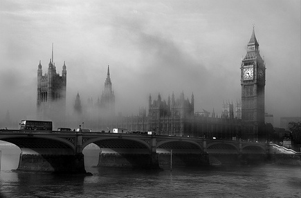 London in fog picture
